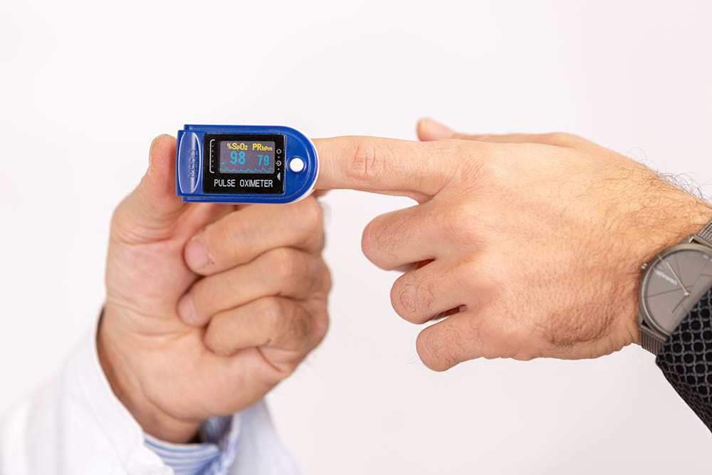 Ossimetro, visita pneumologica e ossigeno nel sangue