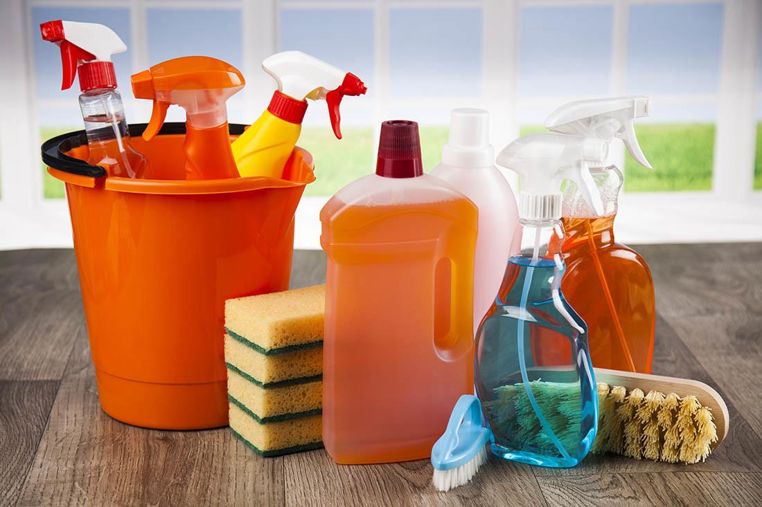 Detergenti per la casa mal usati e danni alla respirazione